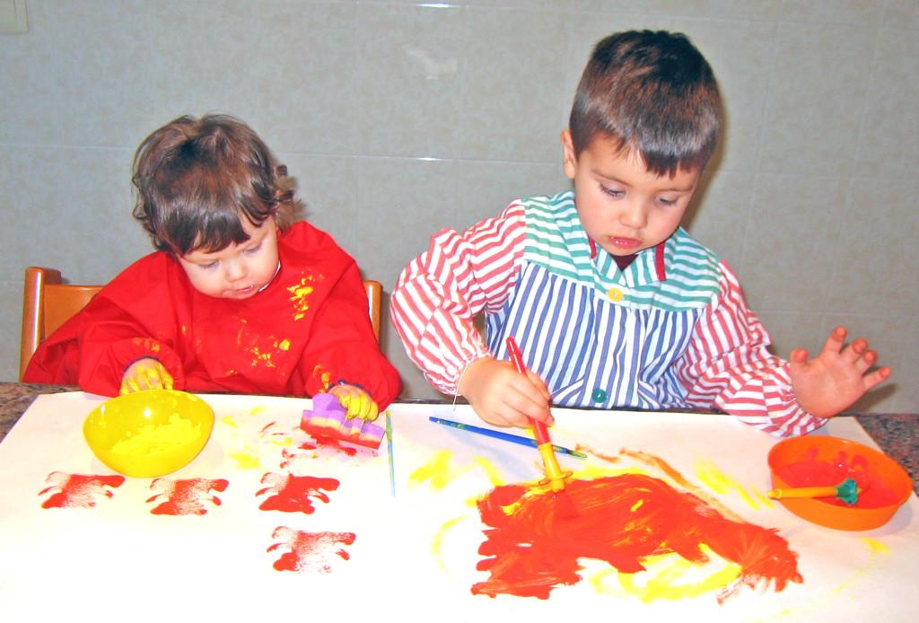 Enlever des taches de peinture sur les v tements des enfants stikets club - Comment enlever une tache de peinture acrylique sur un vetement ...